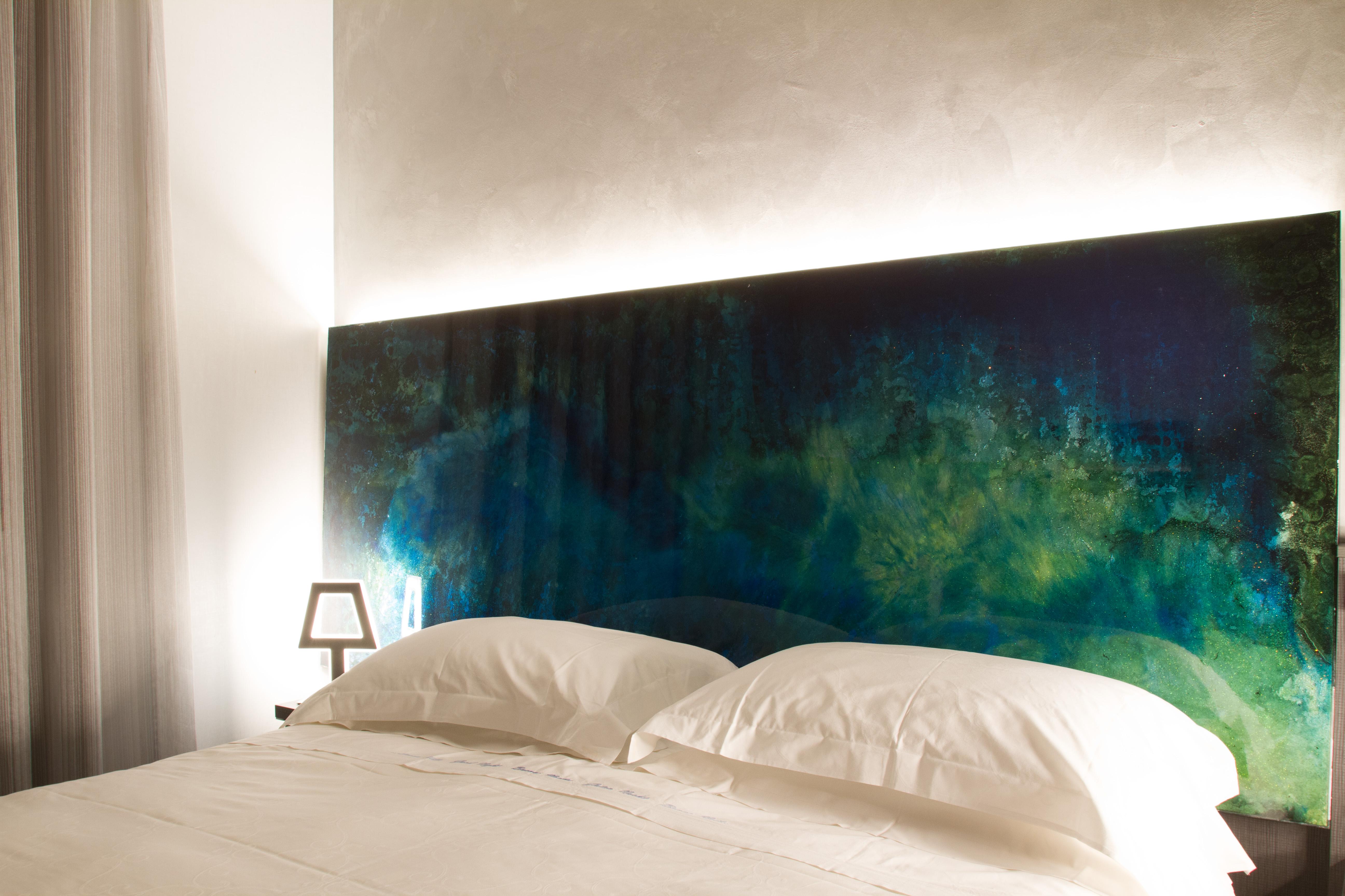 resina decorativa esempio testata letto